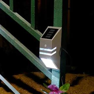 Solar-powered stair light PIR