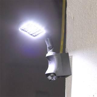 Eclairage de sécurité mural solaire